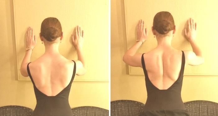 左の写真ではすこーしだけ肩甲骨が飛びだしてくるのがみえます。こうなるちょっと前に止めましょう。右の写真では肩甲骨が寄っているのが見えますね。