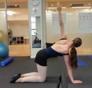 胸椎の回旋:アラベスクを無理なく上げるヒント